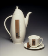 'Town and Country' shape coffeepot with 'Pagoda Lantern' pattern decoration