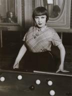 La Fille au Billiard Russe, Paris