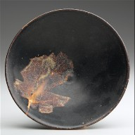 Tea bowl with leaf decor