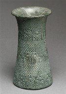 Chlorite vase with overlapping pattern and three bands of palm trees