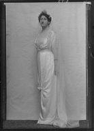 Murray, Donald, Mrs., portrait photograph