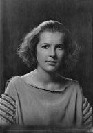 Oenslager, Betty, Miss, portrait photograph