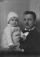 Baumgarten, Mr., and child, portrait photograph