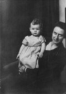 Baumgarten, Mrs., and child, portrait photograph