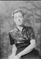 De Lanux, Mme., portrait photograph