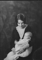 Welles, Frank P., Mrs., and baby, portrait photograph