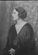 Lukasik, Asta, Mme., portrait photograph