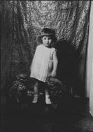 Dingee child, portrait photograph