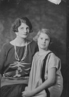Barlow, W.T., Mrs., and daughter, portrait photograph
