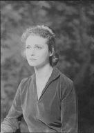Giessen, Vivian, Miss, portrait photograph