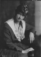 Millay, Edna St. Vincent, Miss, portrait photograph