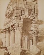 Détail des chapiteause du Proanos, Baalbek