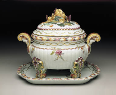 Tureen-on-stand