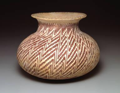 Jar with zig-zag pattern