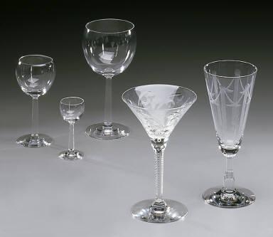 'No. 476' shape wine goblet with 'Moderne' pattern decoration