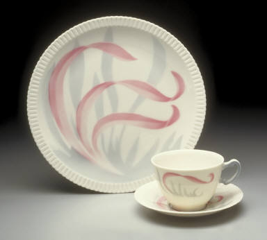 'Shelledge' shape dinner plate with 'Flamingo Reeds' pattern decoration