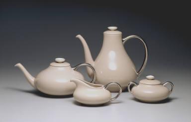 'Encanto' shape teapot in 'Sandalwood' pattern