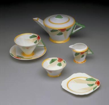 """Vogue"" shape tea set with ""Sunray"" pattern (teapot)"