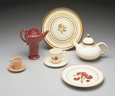 "Dinner plate with ""Geranium"" pattern decoration"