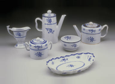 'Lowestoft' shape teapot with 'Gloucester' pattern