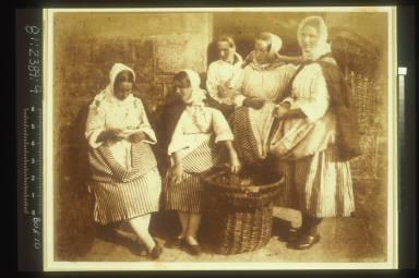 Newhaven Fisherwomen