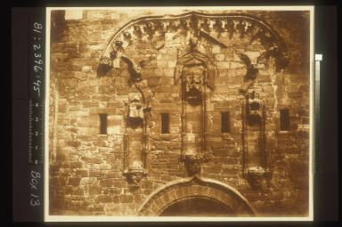 Linlithgow Palace, Niches Over the Grand Entrance