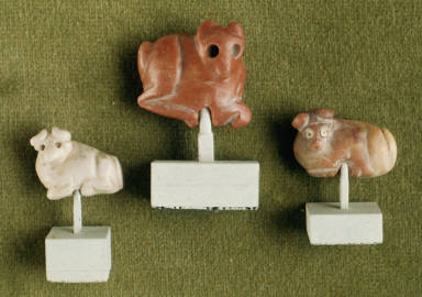 Three seal amulets - Bull