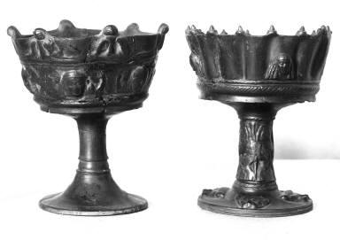 Goblet-shaped vase