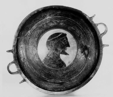 Low kylix (wine cup)