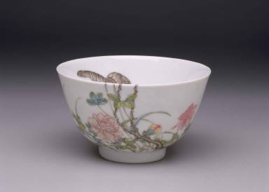 Wine cup with guozhihua decoration