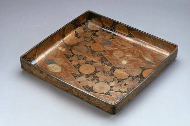 Clothing tray (midarebako) with decoration of shells, autumn grasses and crests
