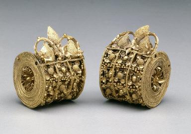 Pair of bauletto earrings