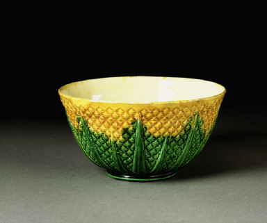 SLOP BASIN with pineapple decoration