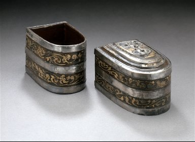 Half Oval Lidded Cosmetic Box (Banduoyuan He) with Scrolling Clouds and Birds