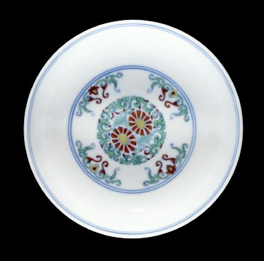 Pair of Dishes (Die) with Chrysanthemum Scrolls