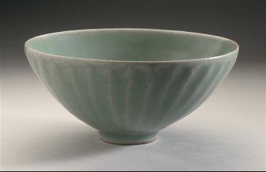Bowl (Wan) with Lotus Petals