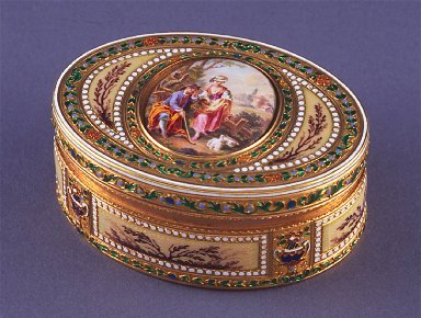 Oval snuff box of cream enamel with miniature on lid