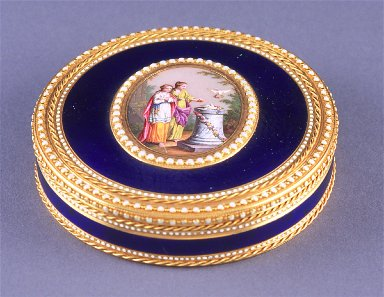 Round snuff box with scene of two women and two doves on lid