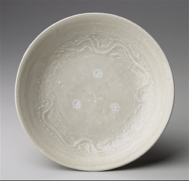 Dish with Moulded Dragons