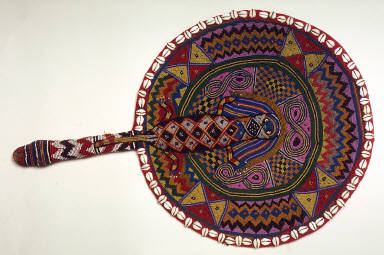 Fan circular beaded fan encircled by shells with lizard motif