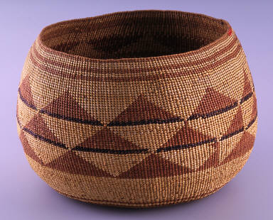 Basket with lid three rows of triangles, with two lines around top