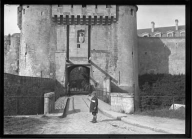 Robert, Lorraine, Frontier...Chaussen `a Pied (A Fort) ....(sic)