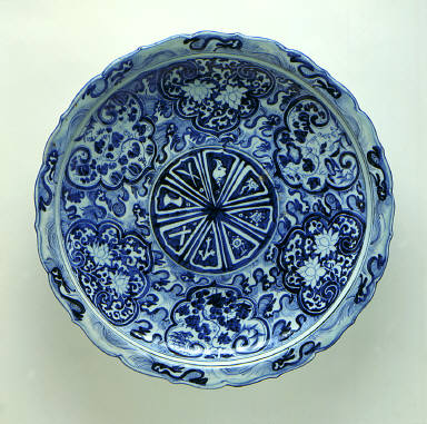 Foliated Platter (Pan) with the Eight Buddhist Symbols (Bajixiang), Flowers, and Waves