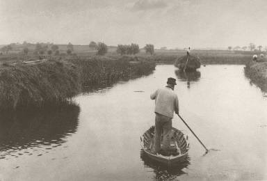 [Quanting the Marsh Hay, Life and Landscape on the Norfolk Broads]