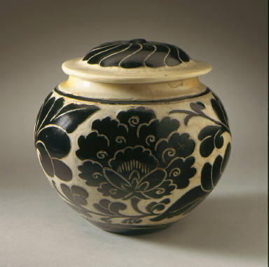 Lidded Jar (Guan) with Floral Scrolls