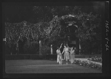 Elizabeth Duncan dancers and children