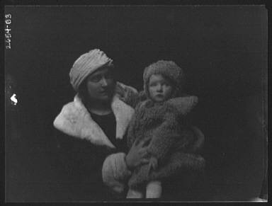 Barnsdoff, Mrs., and baby, portrait photograph