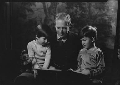Murphy, James B., Dr., and children, portrait photograph