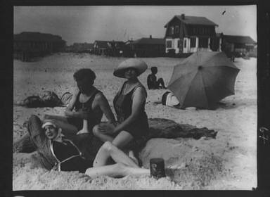Arnold Genthe with two women friends in Long Beach, New York