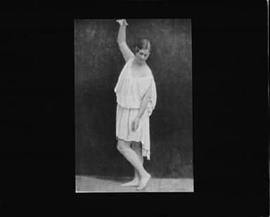Isadora Duncan dancing